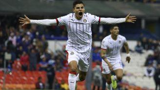 Ronaldo Cisneros, celebra una anotación frente a Cruz Azul