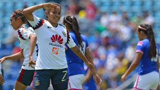 Dayana Cazares festejando un gol ante Cruz Azul