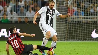 Chiellini aguanta la presión en Final contra Milan