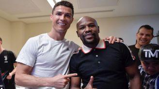 Cristiano Ronaldo y Floyd Mayweather posan en Jeddah
