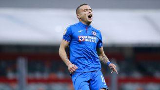 Jonathan Rodríguez festeja su gol con Cruz Azul