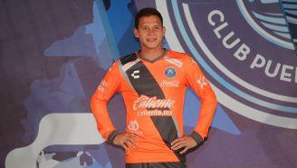 Tirso Trueba en la presentación del uniforme de Puebla