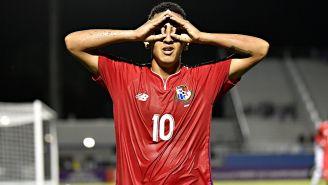 Ángel Orelien festeja gol con Panamá en el Premundial Sub 20