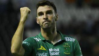 Mauro Boselli durante un partido de León