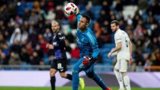 Keylor Navas lanza un balón en un juego del Real Madrid