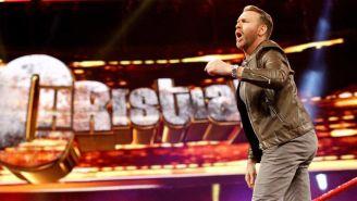 Christian hace su entrada en RAW