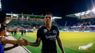 Carlos Salcedo agradece el apoyo de la afición del Eintracht