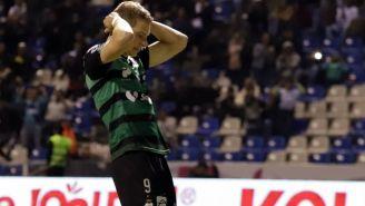 Julio Furch se lamenta por fallar una oportunidad clara de gol