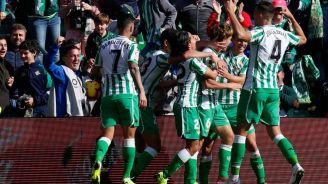Canales y Lainez celebran la victoria en el Villamarín