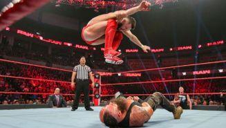 Finn Bálor aplica las estacas a Braun Strowman
