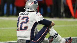 Tom Brady en el suelo durante el Super Bowl LII