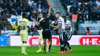 Fernando Guerrero expulsa a Avilés Hurtado en el duelo contra América