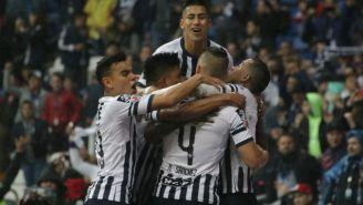 Jugadores de Rayados festejan uno de los goles