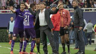 Hernán Cristante reclama gol anulado contra Chivas