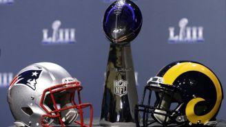 Los cascos de Patriots y Rams y el trofeo Vince Lombardi