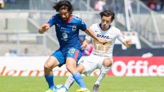 Pizarro y Mozo pelean por el balón