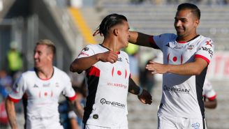 Lobos BUAP festeja gol de Chirinos