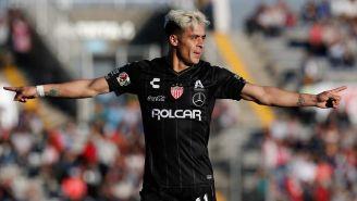 Brian Fernández festeja gol ante Puebla