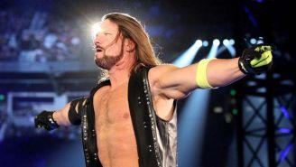 AJ Styles hace su entrada al ring