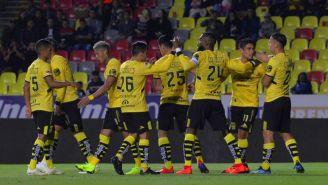 Jugadores de Morelia durante un partido