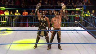 Lucha Brothers presumen los títulos en Pareja