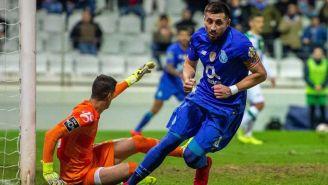 Héctor Herrera festeja anotación con el Porto