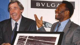 Gordon Banks y Pelé durante un evento