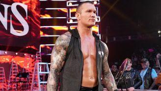 Randy Orton hace su entrada al ring
