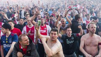 Seguidores holandeses, previo a un duelo del Ajax