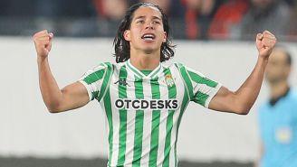 Diego Lainez celebra gol con el Betis