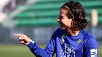 Diego Lainez disfruta del entrenamiento con el Betis