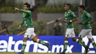 José Juan Macías festeja uno de sus goles