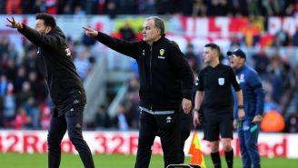 Marcelo Bielsa da indicaciones al Leeds United
