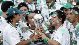 Jugadores de Santos festejan el título en 2008