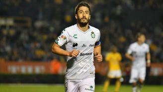 José Abella durante un partido de Santos