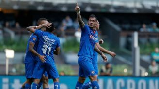 Milton Caraglio festeja un gol con el Cruz Azul