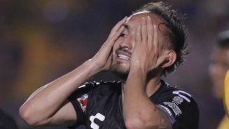 Carlos Guzmán se lamenta durante el partido