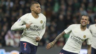 Mbappé  festeja tras marcarle al Saint Étienne