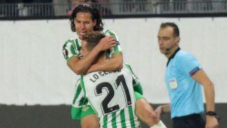 Diego Lainez y Giovani Lo Celso festejan el gol del mexicano