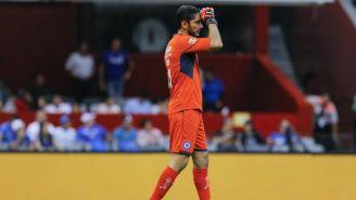 Jesús Corona durante un partido del Cruz Azul