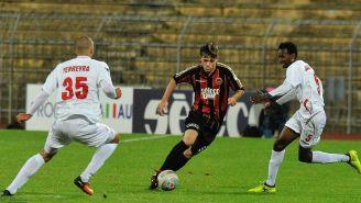 Jugador del Pro Piacenza disputando el balón