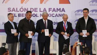 López Obrador y compañía en inauguración del Salón de la Fama