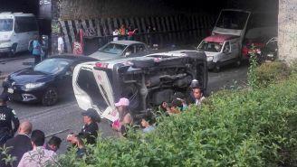 Vehículo accidentado en avenida primero de mayo