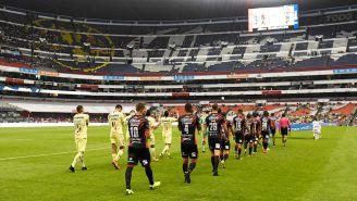 El Estadio Azteca, semivacío en varios sectores