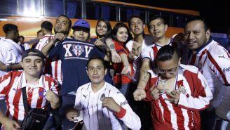 Aficionados de Chivas antes del duelo ante Pachuca