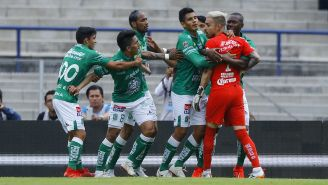 Jugadores de León separan a Mena y Saldívar tras discusión