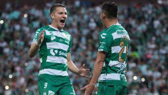Santos celebra su anotación frente a Toluca