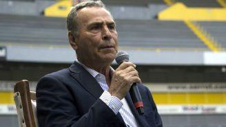 José Luis Real durante la despedida de Omar Bravo
