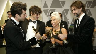 Ronson, Rossomando, Lady Gaga, y Wyatt, galardonados de los Oscar