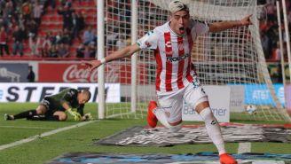Brian Fernández festeja gol ante Xolos